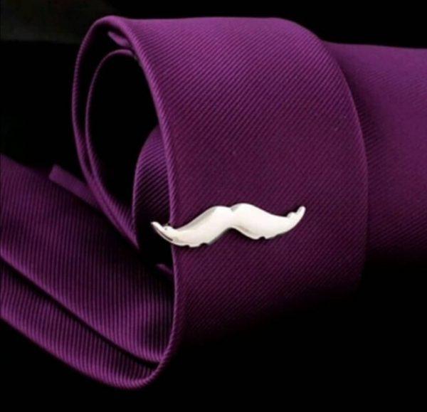 Veliki izbor ukrasnih igala za kravatu